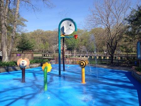 capron park zoo splash pad